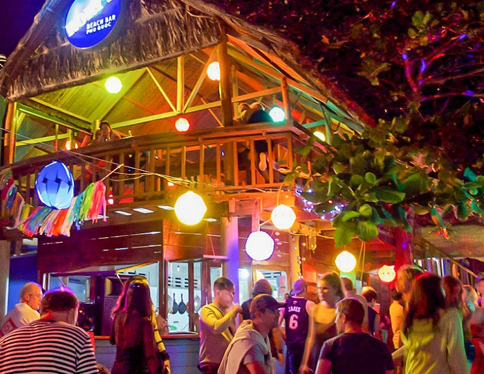 place to have dinner in Phu Quoc - Rory's Beach Bar