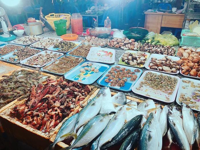 Evening outings in Phu Quoc - Dinh Cau night market