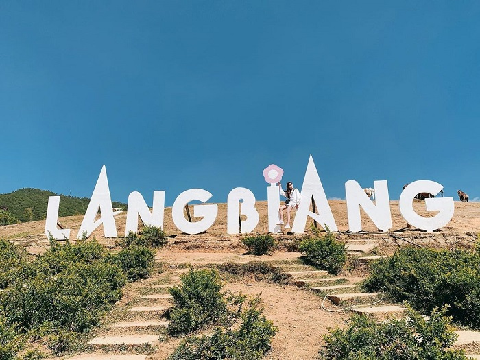Lac Duong tourist destination - check in Langbiang Mountain