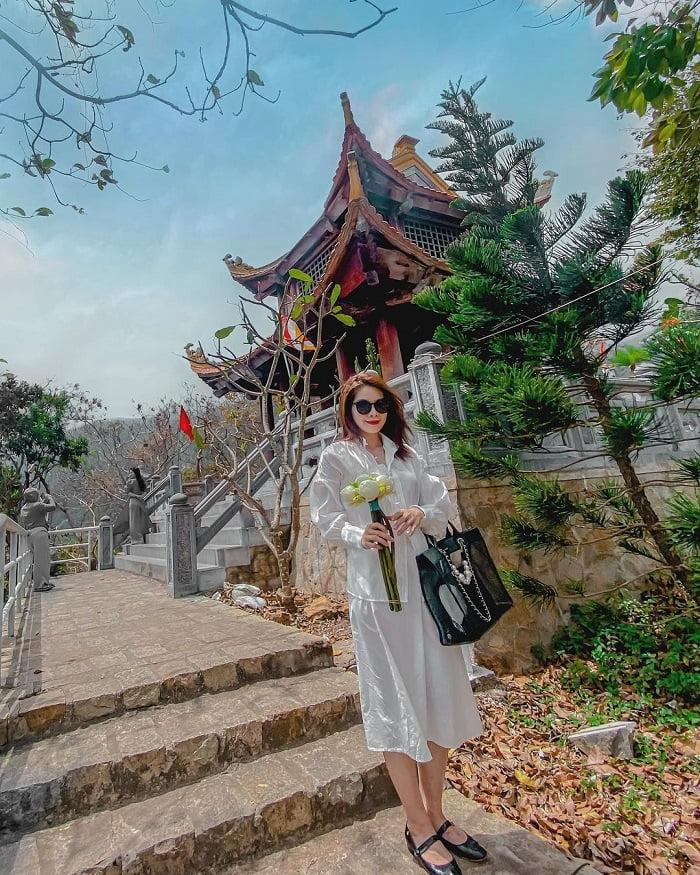 du lịch Côn Đảo tháng 4 - tham quan chùa núi Một