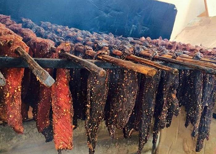 Du lịch Lai Châu mua gì làm quà? Thịt gác bếp -  Món quà nên mua khi tới Lai Châu