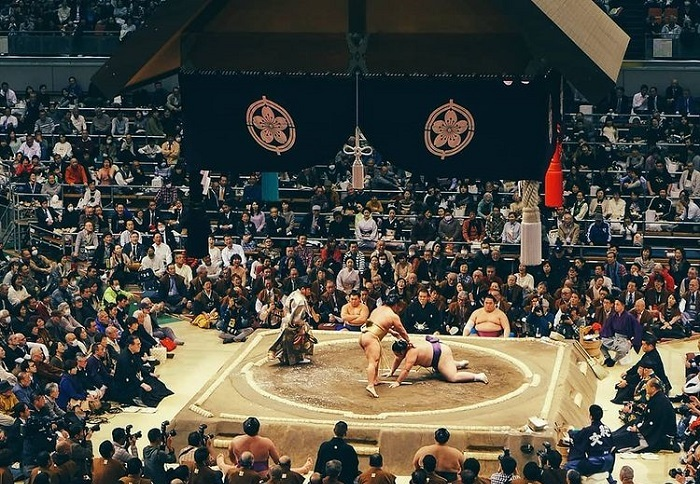 What month to travel to Japan - watch the sumo game