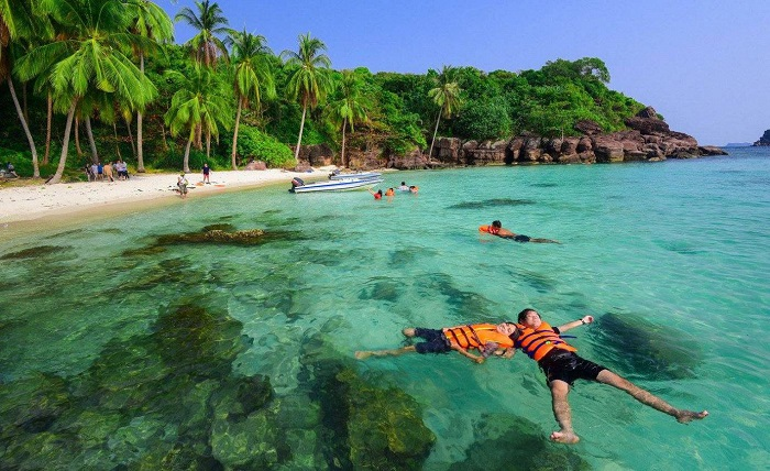 Phu Quoc tourism season is the most beautiful?  - Relaxing swimming