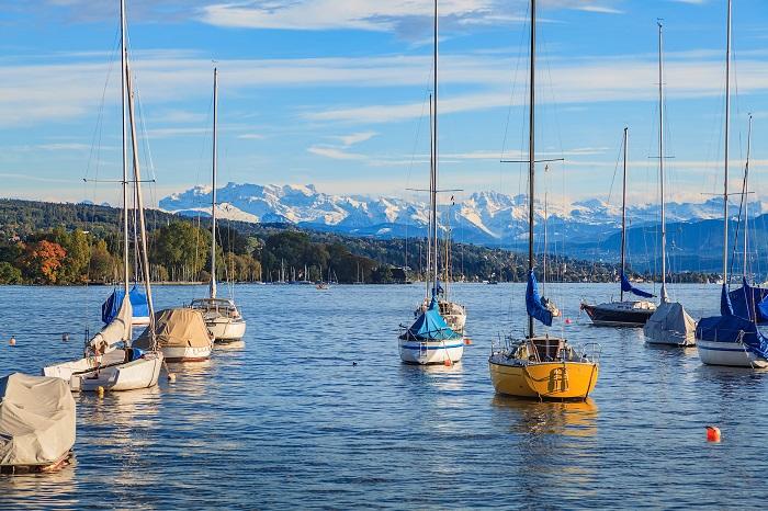 Du thuyền trên hồ Walensee