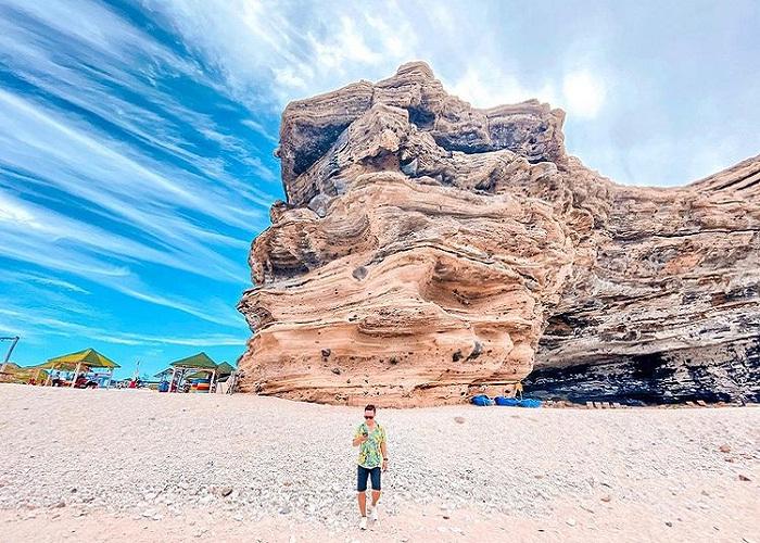The mountain has a strange shape - a unique point of Cau Cave