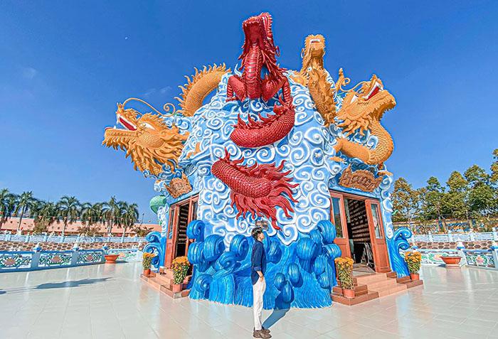 Viếng chùa Huỳnh Đạo An Giang - Hình ảnh chín con rồng lớn