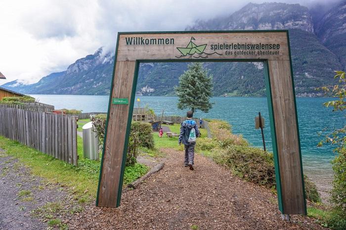 Hố Walensee có những chuyến đi bộ đường dài ở Thụy Sĩ.