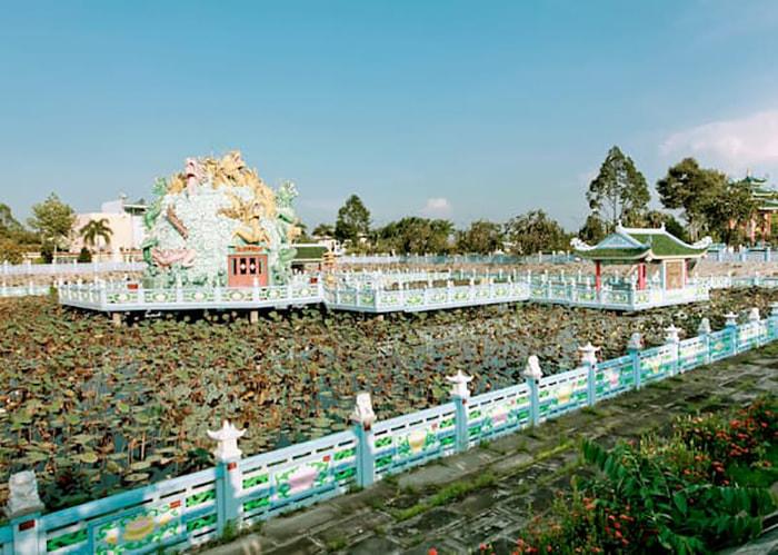 Viếng chùa Huỳnh Đạo An Giang - Khu vực hồ sen