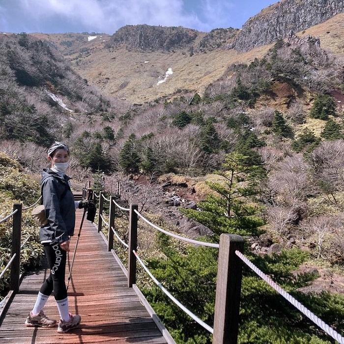 Jeju travel experience - trekking Mount Hallasan