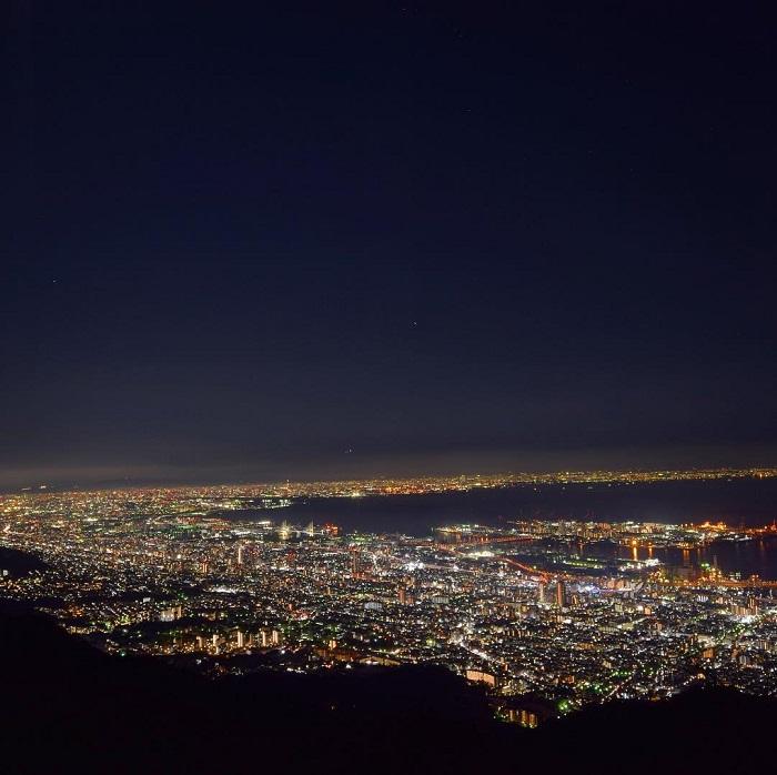 Kobe travel experience - night view of Mt.  Maya Kikuseidai