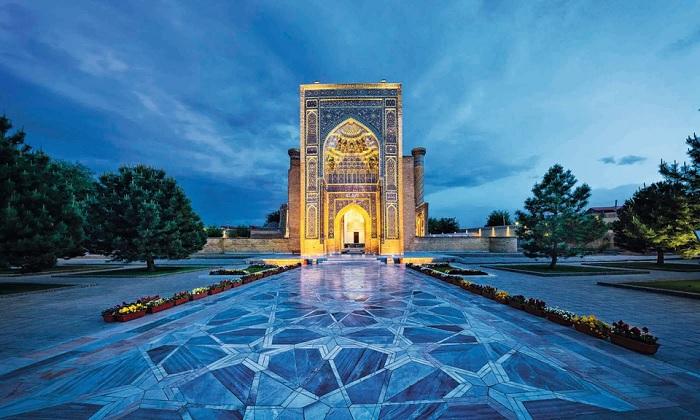 Con đường dẫn đến Gur-e Amir - lăng mộ của Tamerlane ở Samarkand - Trải nghiệm trên Con đường Tơ lụa
