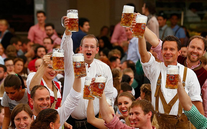 Khám phá lễ hội bia Oktoberfest ở Đức