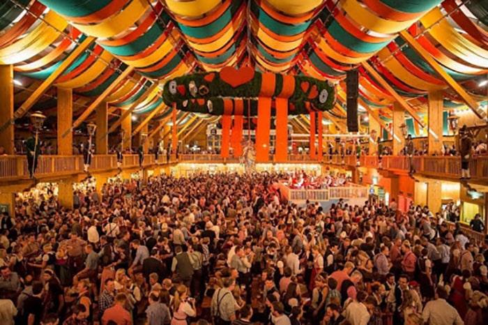 Những lưu ý khi tham gia lễ hội bia Oktoberfest ở Đức