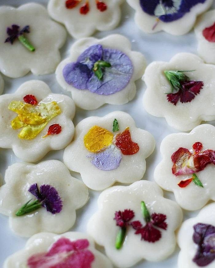 món tráng miệng Hàn Quốc - bánh hoa Hwajeon