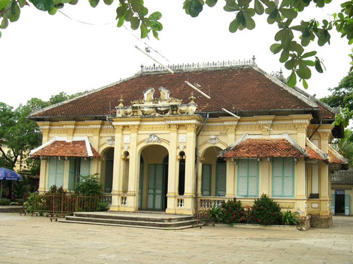 Visiting Bach Cong Tu's house - The house before being restored