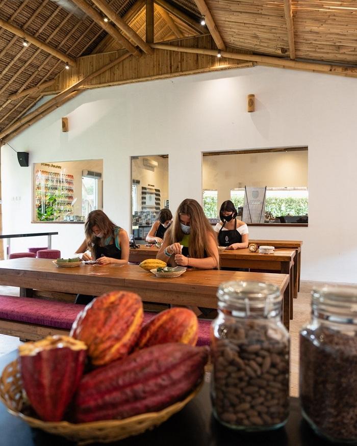 Thử làm sô cô la tại nhà máy sô cô la Pod - Những địa điểm du lịch mới nhất ở Bali