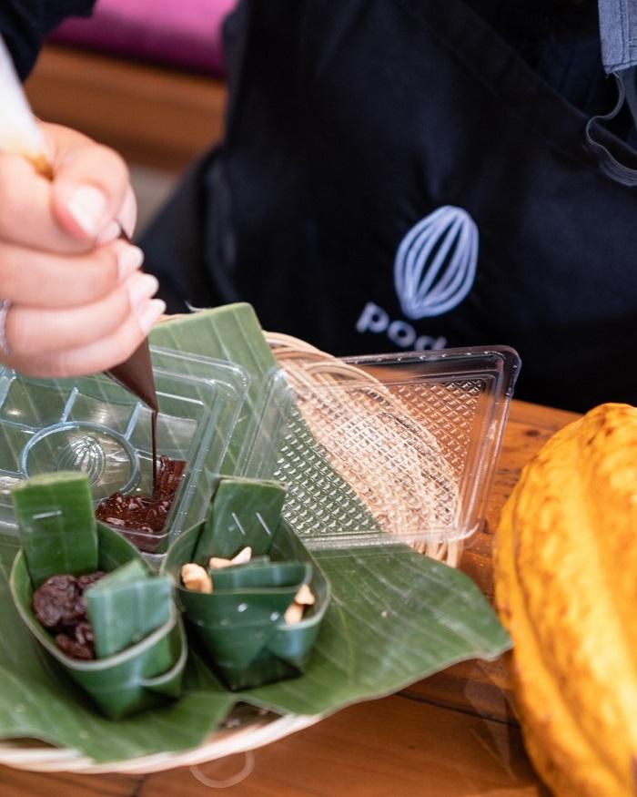 Bạn có thể tự làm những món quà mang về tại nhà máy sô cô la Pod - Những địa điểm du lịch mới nhất ở Bali