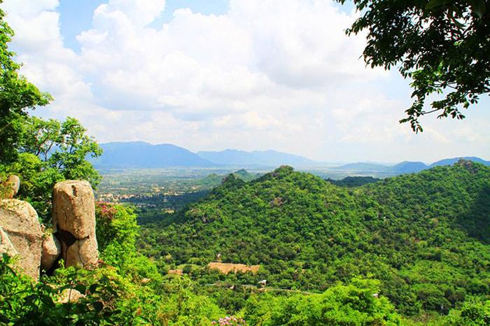 Khám phá vùng Bảy Núi An Giang - Núi Cô Tô mang vẻ đẹp hoang sơ