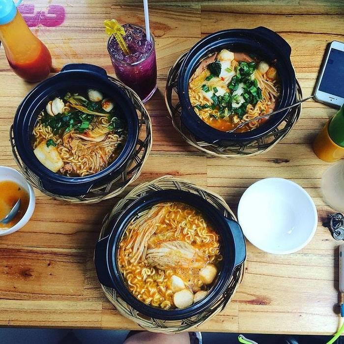 Korean restaurant in Dalat - Spicy noodles and tokbokki