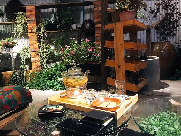 quán cafe cho cặp đôi ở Đà Lạt - trò chuyện tại Blue Coffee Tea