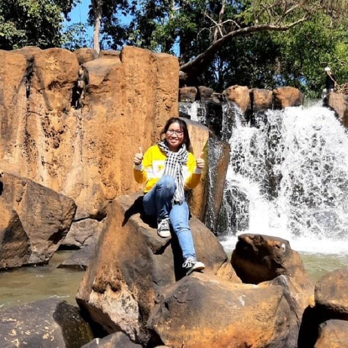 Rất nhiều bạn trẻ thích tới thác Đứng Bình Phước tham quan