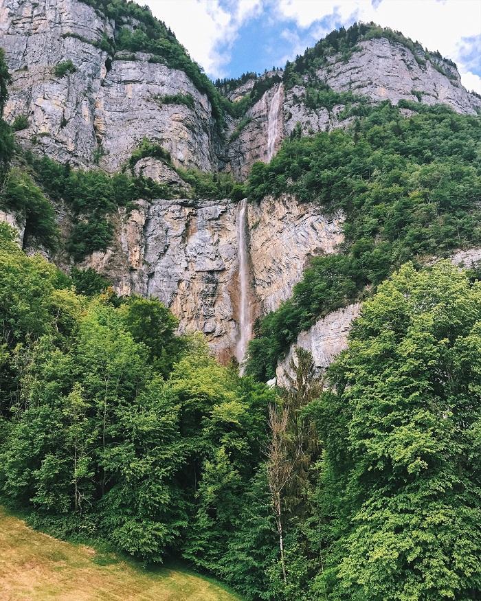 Thác Seerenbach - Hồ Walensee với khung cảnh thiên nhiên tuyệt đẹp