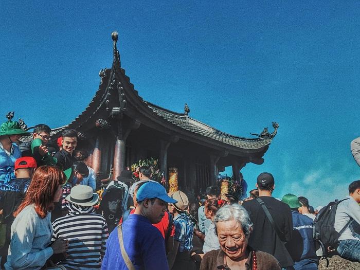 Visiting Dong Yen Tu pagoda