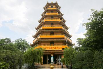 Giác Lâm - ngôi chùa bí ẩn ở Sài Gòn được làm từ hàng nghìn chiếc đĩa