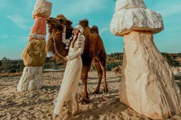 Rủ nhau dắt lạc đà đi dạo 'tiểu sa mạc' Lee's Hillside ở Buôn Ma Thuột thôi!