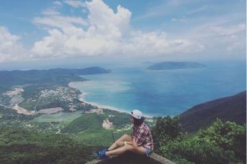 Chinh phục núi Thánh Giá Côn Đảo thu trọn vẻ đẹp 'thiên đường' trong tầm mắt