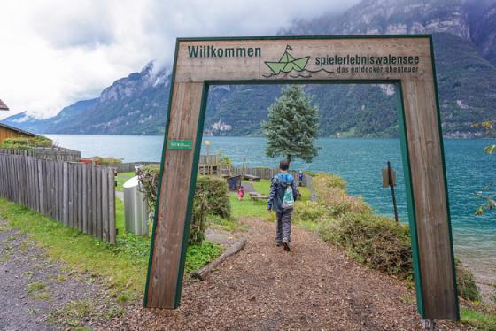 Ngắm nhìn hồ Walensee màu lục bảo tuyệt đẹp ở Thụy Sĩ