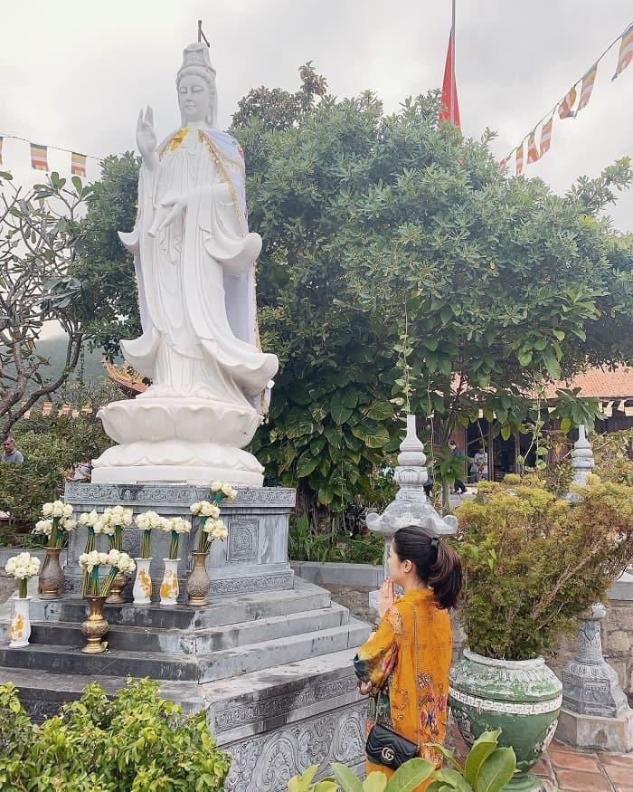 tour Côn Đảo từ Sài Gòn lễ 30/04 - viếng chùa Núi Một