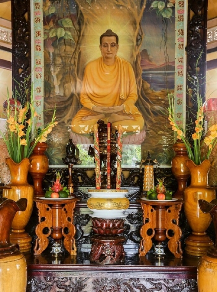 The altar - the distinct whore of Hien Mat Pagoda
