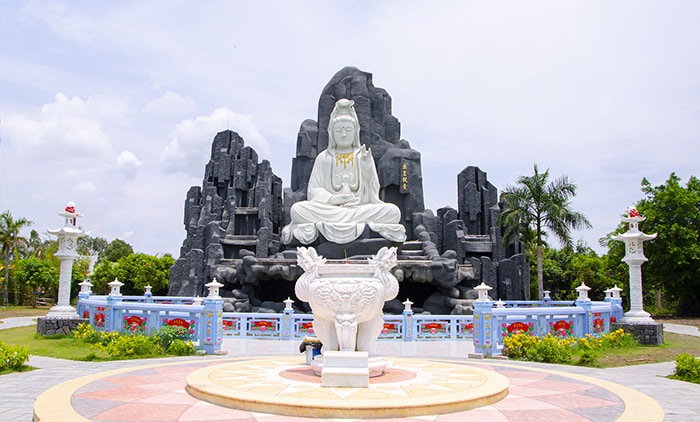 Viếng chùa Huỳnh Đạo An Giang - Tượng Phật bà Quan Âm