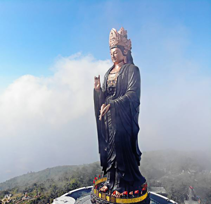 Visit the statue of Ba Tay Bon Da Son - the prestigious statue of Buddha