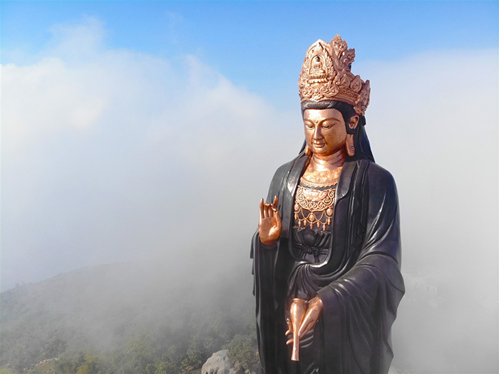 Visit the statue of Buddha Ba Tay Bon Da Son - the quintessence of Buddhist culture - architecture