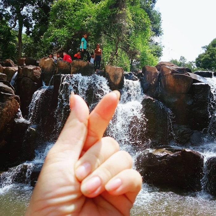 Vẻ đẹp cuốn hút của thác Đứng Bình Phước