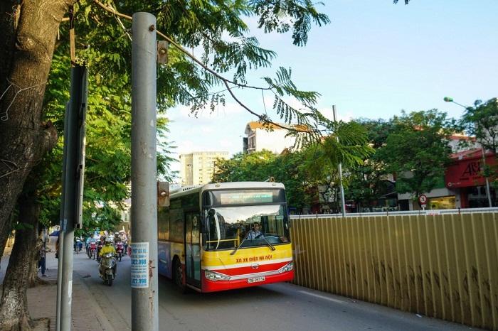 Xe buýt đến làng cổ Đường Lâm