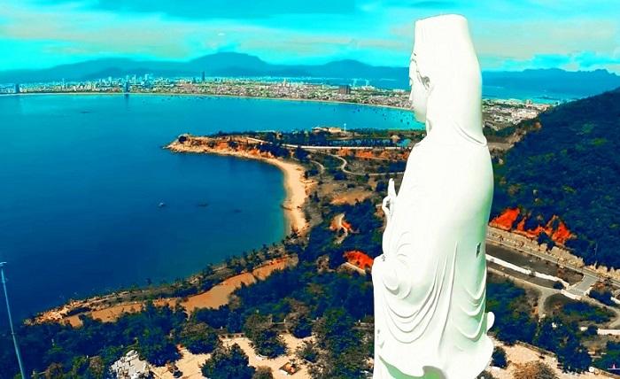Bán đảo Sơn Trà du lịch Đà Nẵng như một cây nấm giữa biển khơi