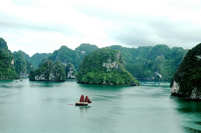 Khám phá vẻ đẹp hoang sơ khi du lịch vịnh Bái Tử Long