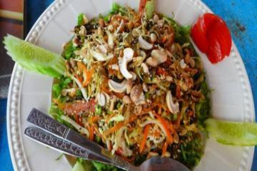 Độc đáo với món salad lá trà Myanmar có một không hai