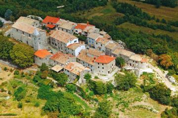 Hạ cánh nơi thị trấn nhỏ nhất hành tinh ở Croatia