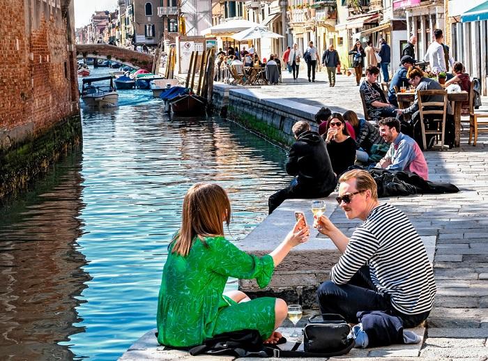 Ăn các món ăn đường phố Venice trên các con kênh. - Ẩm thực đường phố Venice