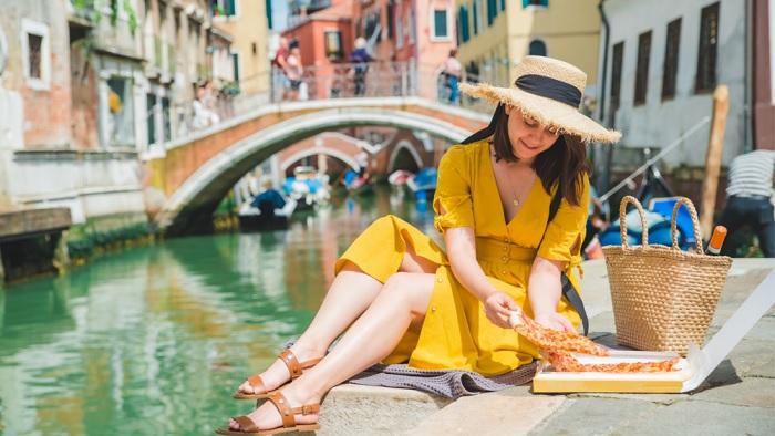Ăn pizza Venice trên kênh là một bữa ăn hợp túi tiền ở Venice. - Ẩm thực đường phố Venice