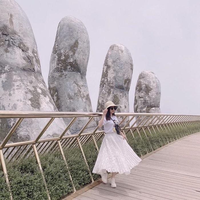 Đi du lịch Đà Nẵng nên mặc gì? - áo thun chân váy