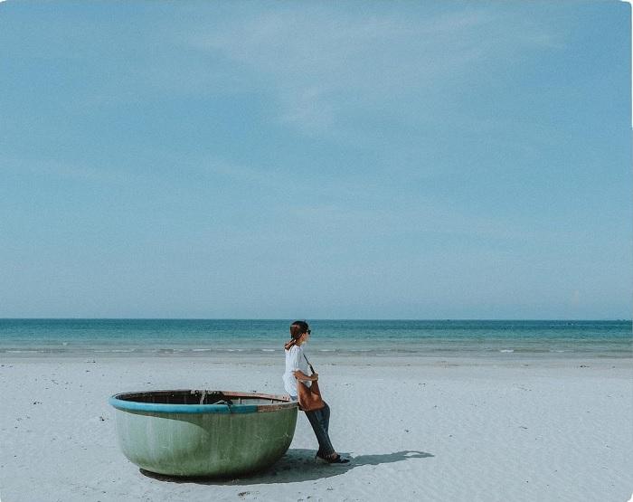white sand - the highlight of Chau Tan Beach