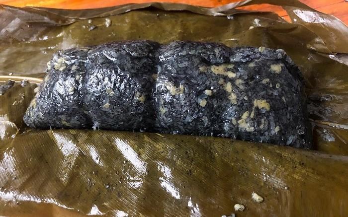 Bánh chưng đen - Đặc sản ở Bắc Hà