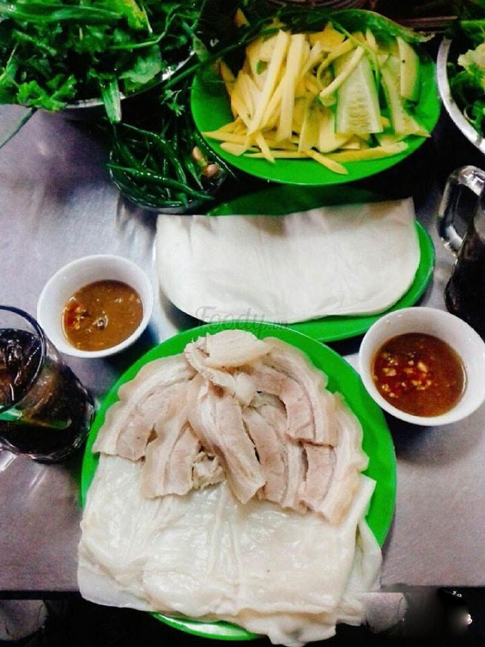 Top địa chỉ ăn bánh tráng cuốn thịt heo ở Đà Nẵng - khu chợ Cồn