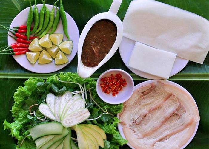 Top địa chỉ ăn bánh tráng cuốn thịt heo ở Đà Nẵng - Bánh tráng thịt heo Quê Nhà