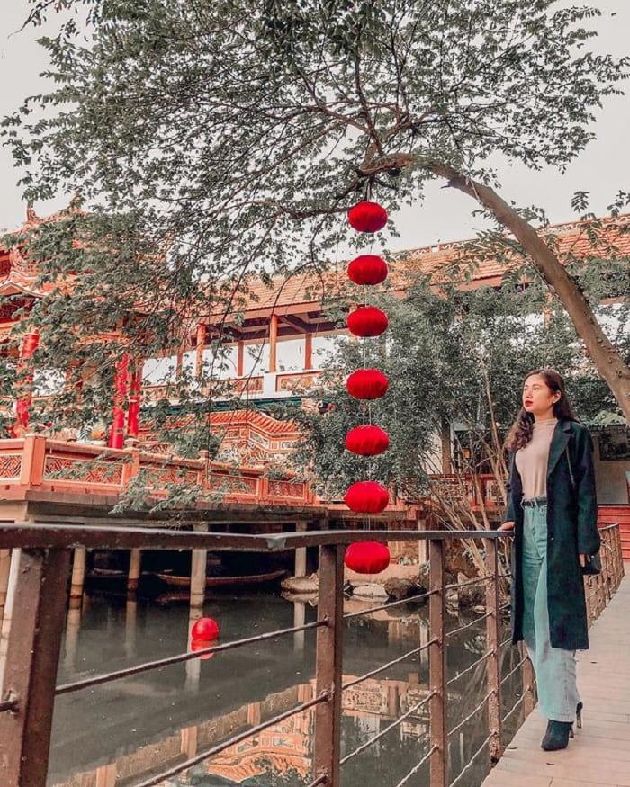 Ngắm cảnh ở chùa Nam Sơn Đà Nẵng